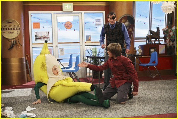 Zack, cody, baily, woody, and london end up on an island when their lifeboat mistakenly goes to sea